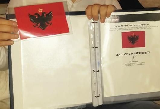 """NË 1971/ Flamuri shqiptar që arriti në Hënë me """"Apollo 15"""""""