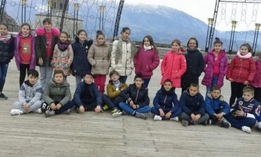 """""""EDUKIMI PËRMES ARTIT DHE KULTURËS""""/ Kalaja historike dhe mitike e Gjirokastrës zgjon kureshtjen e të rinjve"""
