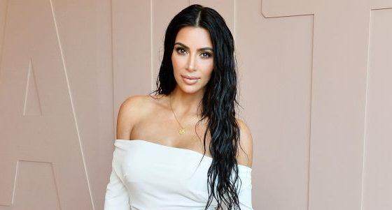 BESOJENI OSE JO/ Kim Kardashian deklaron se fle gjumë me grim në fytyrë (VIDEO)