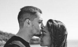ÇFARË PO NDODH ME ÇIFTIN? Elgiti dhe Klea në prapaskenat e një seti fotografik duke u puthur