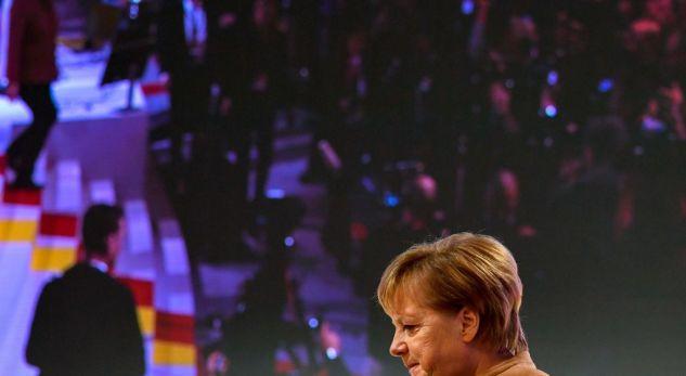 MES LOTËSH DHE DUARTROKITJESH/ Merkel largohet nga partia që e udhëhoqi për 18 vite