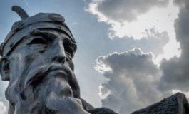 DOSSIER: Një shqiponjë fluturon mbi Shqipëri