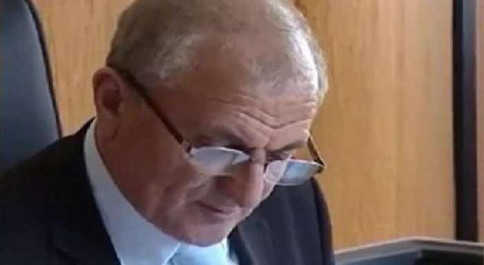U DENONCUA PËR AFERA SEKSUALE/ Pas marrjes së pafajësisë ish-kreu i gjykatës së Gjirokastrës kërkon rikthimin në detyrë
