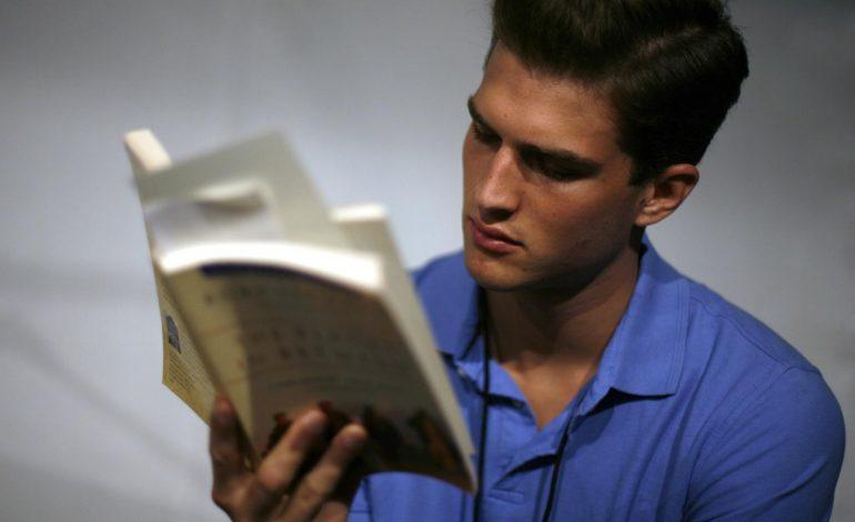 STUDIMI/ Me kohën që kaloni në rrjetet sociale çdo vit, mund të lexoni 200 libra