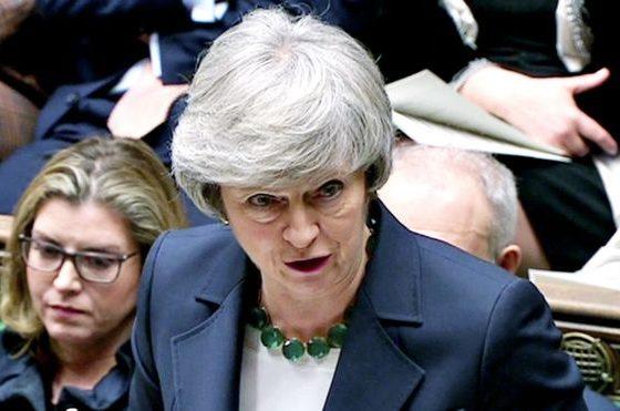 """BREXIT/ Theresa May """"luan"""" raportin marrëveshje ose vonesë"""