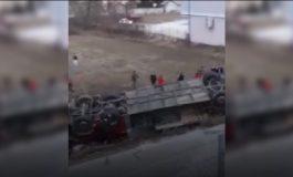 AUTOBUSI DEL NGA AUTOSTRADA/ Gjashtë të vdekur, 20 të plagosur  (VIDEO)
