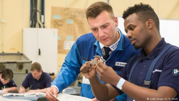 MUNGESË NË TREGUN E PUNËS/ Gjermania ka  nevojë për 260 mijë punëtorë, përfshihen…
