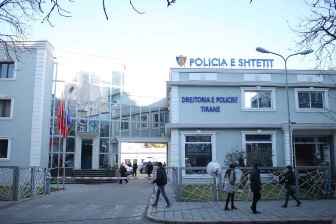 DHUNOI MJEKUN E URGJENCËS/ Policia shpall në kërkim 45-vjeçarin