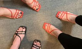 KLASIKE DHE ELEGANTE/ Këto sandale mbajini mend mirë (FOTO)