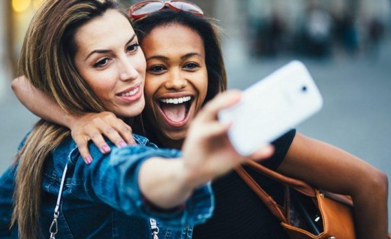 PUBLIKOHET RENDITJA/ Smartfonët më të mirë për selfie në 2019 testohen në një labotator
