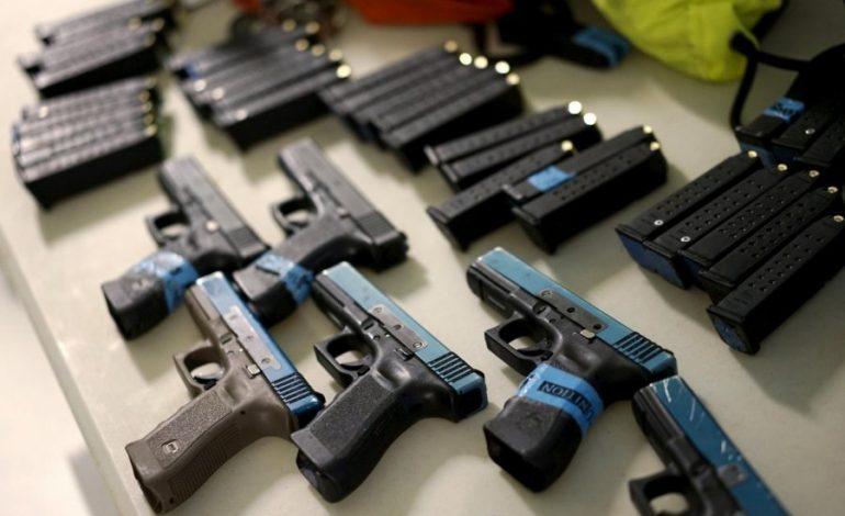 TRAFIKU I ARMËVE NË SHQIPËRI/ Kush e bën dhe ç'armë po preferohen
