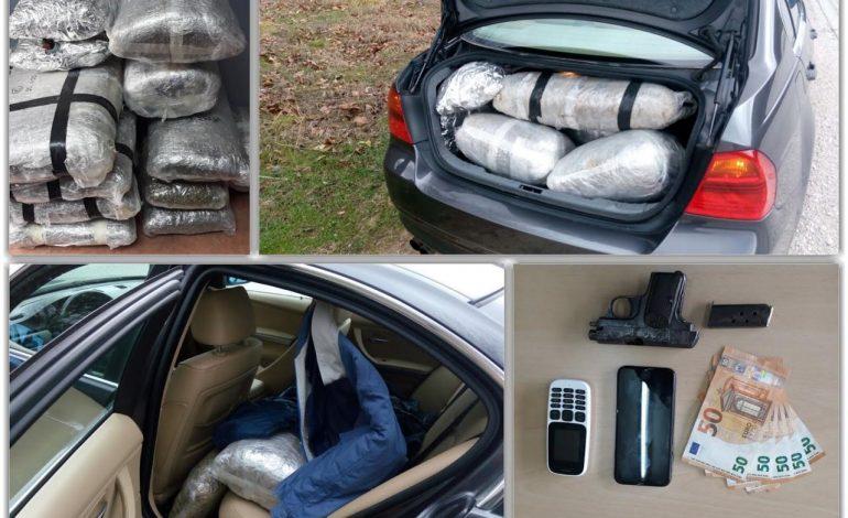 KAPET NË KUFI SHTETASI GREK/ Kishte në makinë 77 kilogram marjuanë dhe…