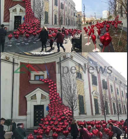 """""""SHPËRTHEN"""" DASHURIA NË RRUGËT E TIRANËS/ Si është transformuar kryeqyteti për FESTËN e Shën Valentinit (FOTO)"""