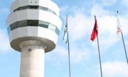 VAZHDON GREVA E KONTROLLORËVE AJROR/ Bllokohen 8 orë fluturimet nga Aeroporti i Prishtinës