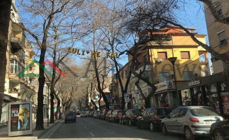 """""""ZEMËRTHYERI""""/ Kush po i kërkon FALJE Lulzim Bashës në mes të Tiranës?"""