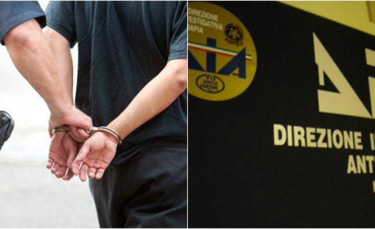 E FUNDIT/ Shkatërrohen grupe kriminale për armë e drogë, 21 shqiptarë të arrestuar (EMRAT)