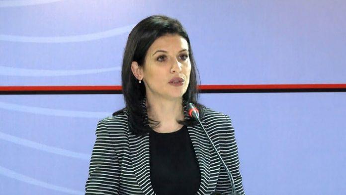 PRONAT DHE PËRMBARIMI/ Ministrja Gjonaj në Korçë: Ka ulje të burokracisë dhe luftë ndaj…