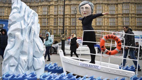 """""""MARRËVESHJA BREXIT""""/ Parlamenti britanik KUNDËRSHTON një referendum të ri"""