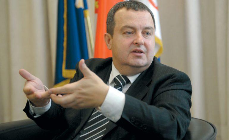 PARALAJMËRON NATO-N/ Ministri serb, Daçiç: Do të ndërhyjmë në Mitrovicë nëse…