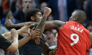 NBA KTHEHET NË ARENË RINGU/ Grushte mes lojtarëve gjatë ndeshjes (VIDEO)