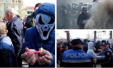 """PROTESTA E OPOZITËS/ Ja çfarë shkruan """"Daily Mail"""": Protestuesi me maskë... (FOTOT)"""