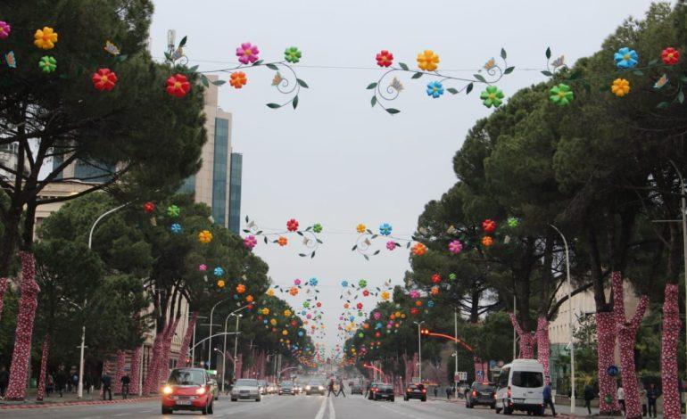 """FESTIMET PËR """"DITËN E VERËS""""/ Si do të devijohet qarkullimi i automjeteve në kryeqytet"""