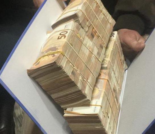 PARATË ME FAJDE NË SHKODËR/ Nga mijëra euro dhe dollarë, ja çfarë u sekuestrua 12 të arrestuarëve