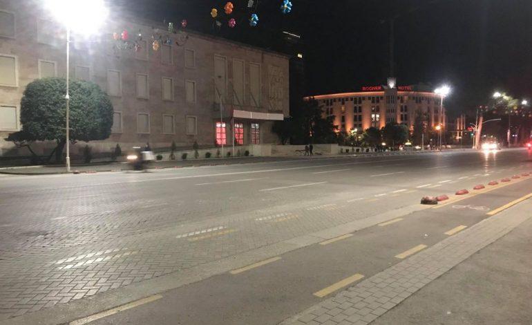 NJË DITË PARA PROTESTËS/ Rama heq skelën mbrojtëse para Kryeministrisë