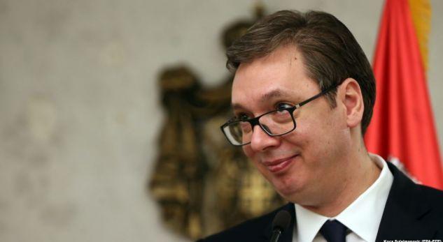 TAKSA 100 % NGA KOSOVA/ Vuçiç dhe zyrtari britanik Moor bisedojnë për çështjen e dialogut