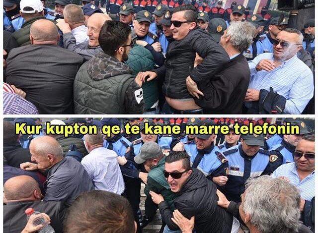"""HUMOR PROTESTE/ Kur të """"fusin"""" duart në urban dhe je… (FOTO)"""