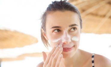 NËSE S'I KA MOS I BLINI/ Karakteristikat që e bëjnë kremin mbrojtës shumë të efektshëm