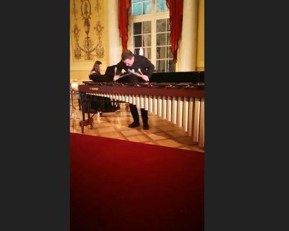 PO MAHNIT GJERMANINË/ Njihuni me instrumentistin virtuoz shqiptar