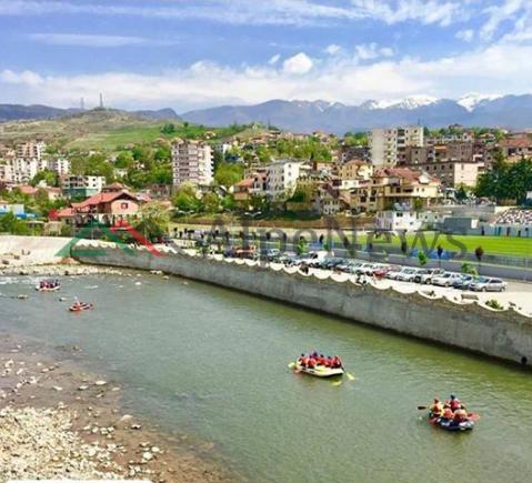 NJË PASURI NATYRORE/ Lumi Shkumbin në Librazhd, ideal për sportet ujore  (PAMJET)