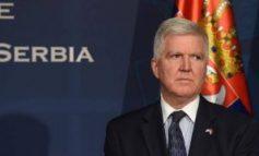 NXËNËSIT U TENSIONUAN/ Ambasadori amerikan në Beograd shpërndan hartën e Serbisë PA...