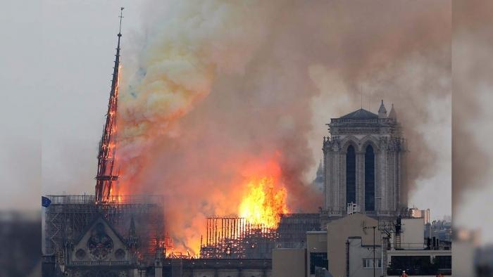 """ZJARRI SHKATËRRUES NË """"NOTRE-DAME""""/ Prokuroria e Parisit nis hetimet"""