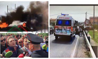 """""""STOP SE PO NDEZIM ZJARR""""/ Militantët """"MJEK"""" të PD dhe LSI-s bllokojnë ambulancën, i sëmuri kthehet... (FOTO)"""
