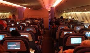 """KUR E KE KOHËN TË """"ÇMUAR""""/ Në sendiljen e avionit, burri rruan... (FOTOT)"""
