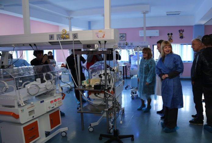 """CREDINS dhuron inkubatorë për Spitalin Universitar Obstetrik-Gjinekologjik """"Koço Gliozheni"""""""