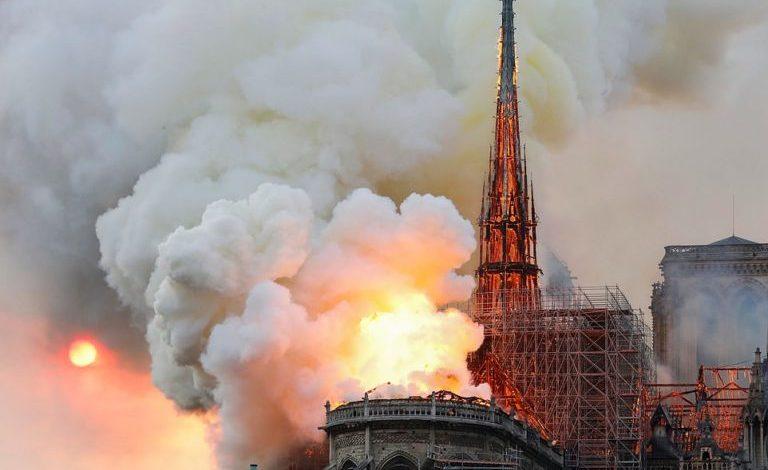 HISTORIA NË FLAKË/ Si u ndërtua katedralja Notre Dame (FOTOT)
