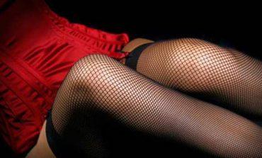 E ZHVESHUR NGA.../ Prostituta gjendet e VDEKUR brenda dhomës së hotelit, filmohet...