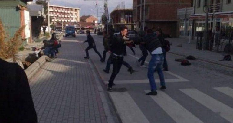 """PËRLESHJE E FUQISHME NË ITALI/ 4 shqiptarë """"ofrojnë"""" shfaqje me thika, dyshohet se…"""