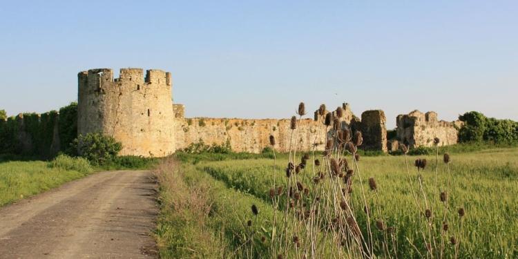 """UNIKE NË BALLKAN/ """"Turismo.al"""": Kalaja e Bashtovës,  vetmja e ndërtuar në fushë  (FOTO)"""