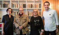 """""""KEMI PATUR KAQ SHUMË GËZIME...""""/ Ismail dhe Helena Kadare dhe bashkëshortja e tij vizitorët e parë të shtëpisë së tyre...kthyer në muze!"""