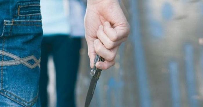 E RËNDË NË PATOS/ Vuante nga depresioni, 30-vjeçari godet veten me thikë dhe mbyllet në banesë (EMRI)