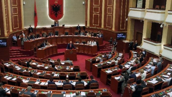 SOT SEANCA PLENARE/ Betohen deputetët e rinj të opozitës dhe PS (RENDI I DITËS)