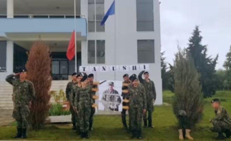 MOMENTE PREKËSE/ Forca Tokësore nderon major Klodian Tanushin