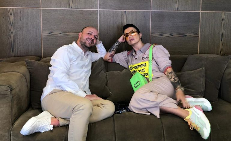 EKSKLUZIVE/ Andri Xhahu: Ja si e pritën Jonidën në Eurovizion. E cilësojnë si femra…