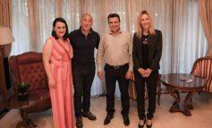 BASHKËBISEDIM MIQËSOR/ Ramush e Anita Hardinaj për vizitë në shtëpinë e Zoran Zaev (FOTO)