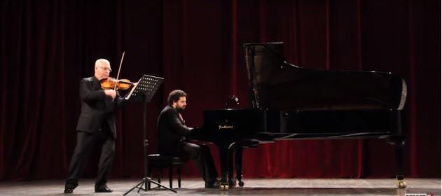 """PAS GREQISË/ Instrumentistët Kadesha dhe Gjollma me """"Nostalgji"""" për publikun shqiptar (VIDEO)"""