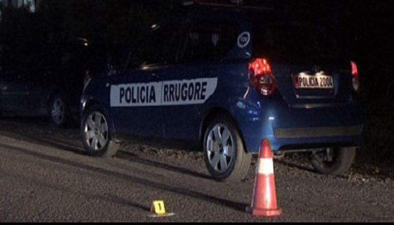 TRAGJIKE NË KAVAJË/ Makina përplas disa persona, DY të vdekur dhe një rëndë